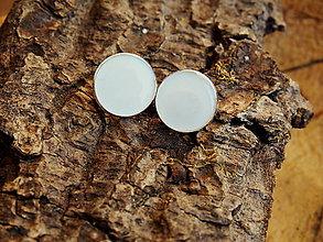 Náušnice - Biele náušničky na zapichovanie - 7030404_