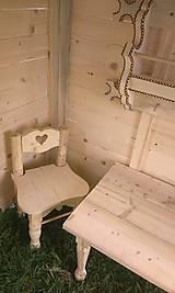 Dekorácie - veľký záhradný drevený domček, zariadený s terasou - 7030236_