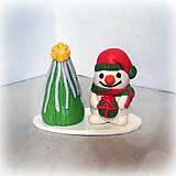 Dekorácie - Strieborný vianočný stromček a snehuliak - 7031186_