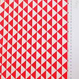 Textil - červené trojuholníky, 100 % bavlna, šírka 160 cm, cena za 0,5 m - 7035049_