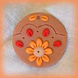 Náhrdelníky - Karamelový prívesok s pomarančovými vzormi - 7035992_