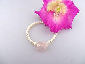 Náramky - perly a ružový kvet náramok pre Ruženku - 7036682_