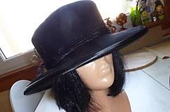 Čierny klobúk
