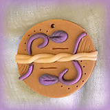 Náhrdelníky - Karamelový prívesok s čučoriekovými vzormi - 7038277_