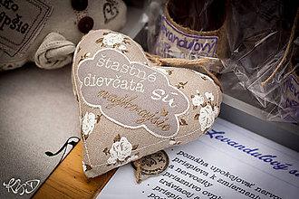Dekorácie - Srdiečka pre šťastné dievčatá :-) - 7049155_