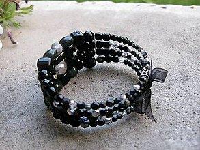 Náramky - Hrubý korálkový náramok (Nočná elegancia - hrubý náramok s mašľou č.537) - 7048126_