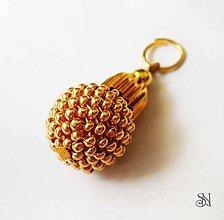 Náhrdelníky - Zlatý obšívaný prívesok - 7054770  691d0334037