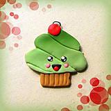Kľúčenky - Vysmiaty pistáciový koláčik s čerešničkou - prívesok/kľúčenka - 7055623_