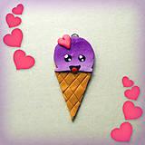 Náhrdelníky - Vysmiata čučoriedková zmrzlina so srdiečkom - prívesok/kľúčenka - 7058356_