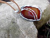 Náhrdelníky - cínovaný náhrdelník z červeného achátu - 7067868_