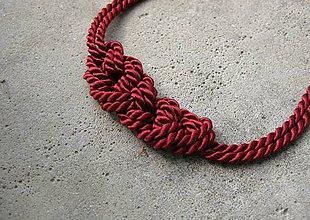 Náhrdelníky - Uzlový náhrdelník z dvoch šnúr (bordový č.542) - 7071310_