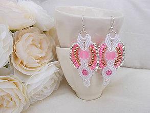 Náušnice - Bielo-ružové svadobné makramé náušnice - 7073232_