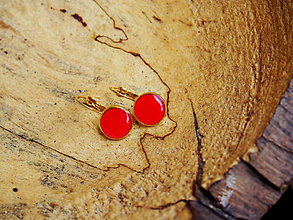 Náušnice - Červené náušničky v zlatom lôžku - 7074656_
