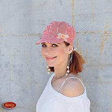 Čiapky - plátěná bekovka jaro/léto - červený proužek (obvod 55-57cm) - 7080577_