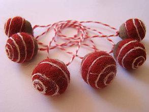 Dekorácie - Vianočné oriešky bordové špirálka - 7084409_