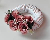 Dekorácie - Veniec na dvere Svieži s ružami recy. - 7091041_