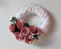 Dekorácie - Veniec na dvere Svieži s ružami recy. - 7091043_