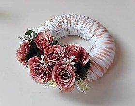 Dekorácie - Veniec na dvere Svieži s ružami recy. - 7091040_