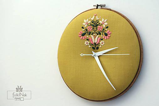 Samosej, ručne vyšívané nástenné hodiny