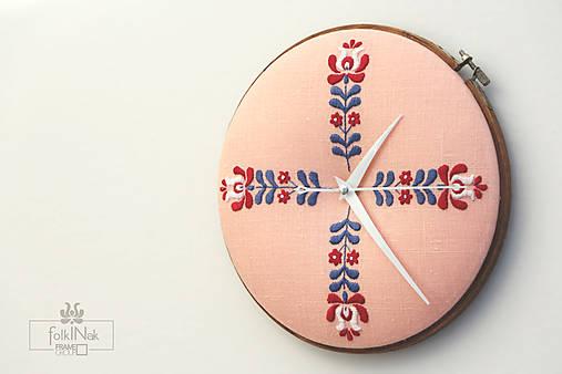 Jarná pieseň, ručne vyšívané nástenné hodiny