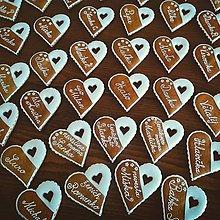 Darčeky pre svadobčanov - Svadobné menovky z medovníčkov - 7100406_