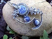 cínovaný náhrdelník so sodalitom