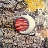 Odznaky/Brošne - Drevená brošňa strieborný mesiac - 7100706_