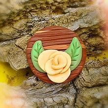 Odznaky/Brošne - FIMO drevené brošne - prírodné motívy (ruža) - 7098755_