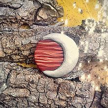 Odznaky/Brošne - FIMO drevené brošne z oblohy (strieborný mesiac) - 7100706_