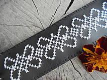 Náramky - Vyšívaný koženkový náramok - 7104577_