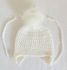 Detské čiapky - Biela zimná detská čiapka s kožušinovým brmbolcom - 7107531_