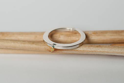 Zásnubný prsteň / obrúčka obdĺžniková - vysoká zúžená