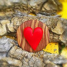 Odznaky/Brošne - Drevená brošňa srdce NA ZÁKAZKU - 7108260_