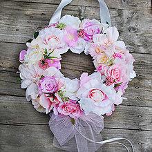 Dekorácie - Veniec na svadobné auto v ružových odtieňoch - 7112959_