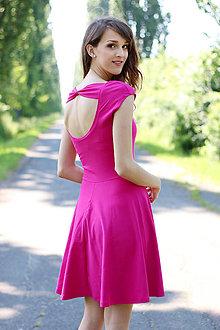 Šaty - Šaty s výstrihom na chrbte a mašľou - 7110475_