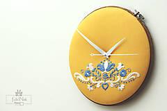 Hodiny - Kráľohoľská, ručne vyšívané nástenné hodiny - 7113499_
