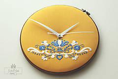 Hodiny - Kráľohoľská, ručne vyšívané nástenné hodiny - 7113501_