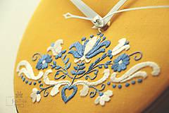 Hodiny - Kráľohoľská, ručne vyšívané nástenné hodiny - 7113502_