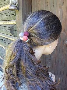 Ozdoby do vlasov - Gumička do vlasov s plstenými guličkami - 7110999_