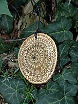 Náhrdelníky - Vnútorné svetlo - drevený prívesok (moruša) - 7113006_