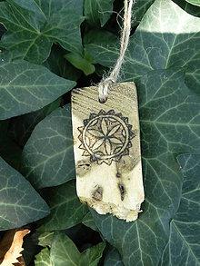 Náhrdelníky - Perúnov kvet - drevený prívesok (agát) - 7113461_