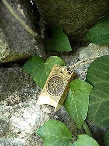 Náhrdelníky - Kolovrat - drevený prívesok (agát) - 7113539_