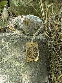 Náhrdelníky - Kolovrat - drevený prívesok (agát) - 7113558_