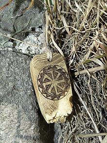 Náhrdelníky - Kolovrat - drevený prívesok (agát) - 7113561_