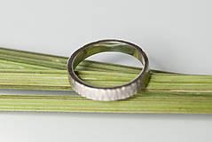 Prstene - Obrúčka obdĺžniková - tepané čiarky - 7113335_