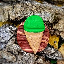 Odznaky/Brošne - FIMO drevené brošne hravé (pistáciová zmrzlina) - 7112161_