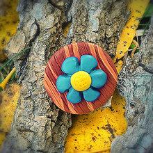 Odznaky/Brošne - FIMO drevené brošne - prírodné motívy (kvietok NA ZÁKAZKU) - 7113066_