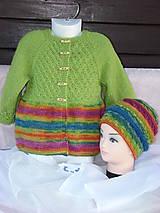 Pletený pestrofarebný kardigán s čiapkou