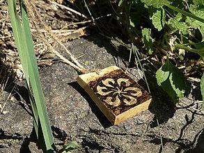 Náhrdelníky - Perúnov kolovrat - drevený prívesok (agát) - 7113612_