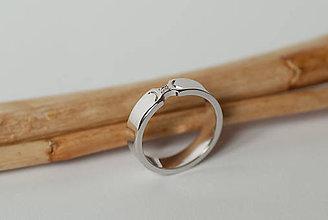 Prstene - Zásnubný prsteň / obrúčka obdĺžniková - krojená - 7116007_